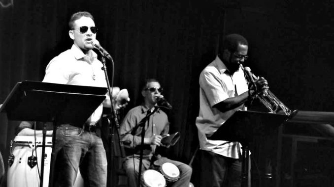 Conjunto.Performing-Black-and-White.RETOUCHED.jpg