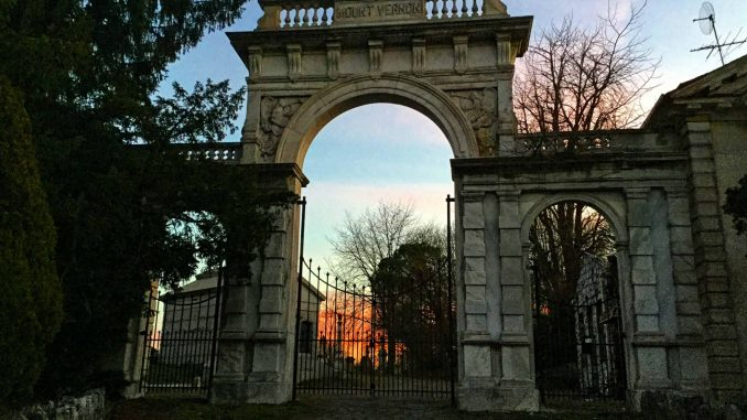 EastFallsLocal-Mount-Vernon-Cemetery-gate-entrance-txt-A-forgotton-Cemetery.jpg